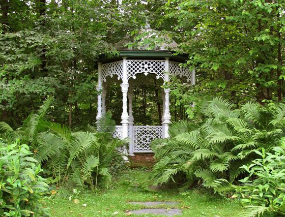 You can see this gazebo at the Domaine Lee Farm in Stanstead.
