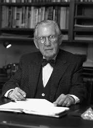 Neil Tillotson était un homme d'affaires d'envergure internationale. Il a surtout fait fortune dans le domaine du caoutchouc en plus de posséder diverses entreprises. Il est mort en 2001, à l'âge de 102 ans, en léguant l'essentiel de ses avoirs à des fins philanthropiques, pour soutenir le développement des communautés locales, ici dans la grande région de Coaticook mais aussi au New Hampshire, au Vermont, au Guatemala.