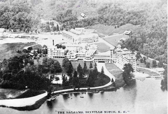 En 1954, Neil Tillotson a racheté à l'encan le grand hôtel Balsams à Dixville Notch. Il revenait aux sources en s'installant dans la région qu'avaient quittée ses arrière-grands-parents. Ils ont déménagé les opérations de l'usine près de l'hôtel et c'est là qu'a été inventé le premier gant médical en latex.