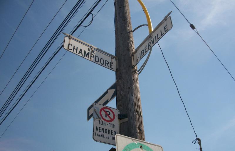 <p>INTERSECTION CHAMPDOR&Eacute;/IBERVILLE<br /><br />vis-&agrave;-vis maisons<br />commerces, parcs, &eacute;coles, &eacute;glises<br />un village s&rsquo;installe</p>