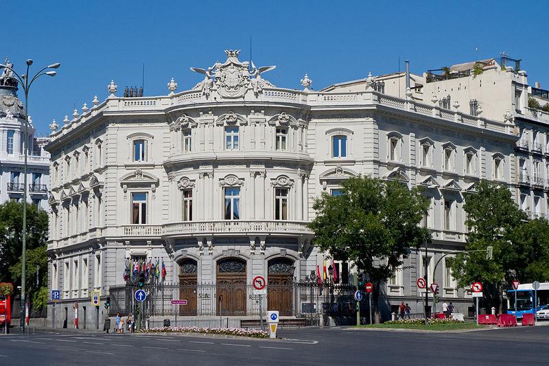 <p>Le Palacio de Linares est depuis 1990 la Casa de Am&eacute;rica, institution politique, sociale et culturelle consacr&eacute;e aux relations Espagne-Am&eacute;rique Latine.&nbsp;</p>
