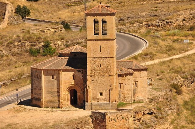 <p>The Vera Cruz Church (St Croix) was founded by the Knights of the Holy Sepulchre in 1208. It kept for centuries the relic of the Lignum Crucis (the cross of Christ).<br /><br />This is one of the most original churches of Spain. It was built on a twelve-sided base, around a central shrine with two heights and four apses. The Church of the Holy Sepulchre in Jerusalem was used as an example for its construction. The inside is very sober and moving, with a mysterious aura.<br /><br />It currently belongs to the Order of Malta.</p>