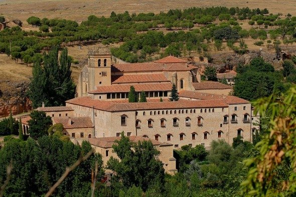 <p>This monastery, whose construction demand was made by Enrique IV in 1447, even though the legend attributes it to Juan de Pacheco, Marquis of Villena, represents several buildings built around various Gothic, Mud&eacute;jar and Plateresque cloisters.<br /><br />Abandoned and pillaged in the XIX century, its reconstruction began after it was declared National Monument in 1914. In 1927, it was occupied by the priests of the Order of Saint Jerome.<br /><br />On the unfinished facade of the monastic church, you can see the blazons of the Pacheco family. On the right, there is a tower finished with Plateresque crenulations, work of the segovian Juan Campero. Inside, you can see a nave with a choir at the end, side chapels and a pulpit of the XV century. The principal polychrome wooden altarpiece is the most important work of the church. It is considered the jewel of the revival of the province of Segovia.</p>