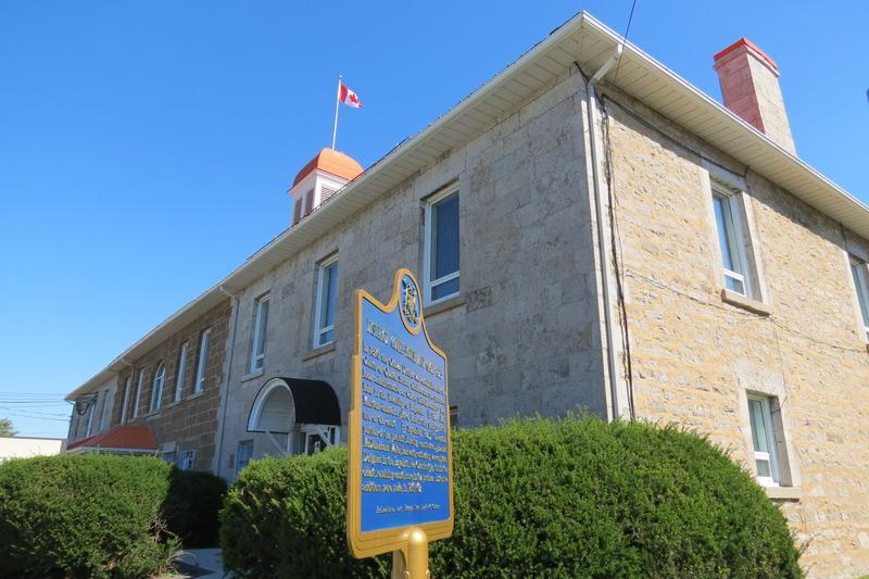 <p>Le palais de justice et la prison ont fait de L&#39;Orignal un important centre en Ontario. De style loyaliste n&eacute;o-classique, cet immeuble est le plus ancien palais de justice existant en Ontario et il a aussi servi de prison jusqu&#39;en 1998.</p>