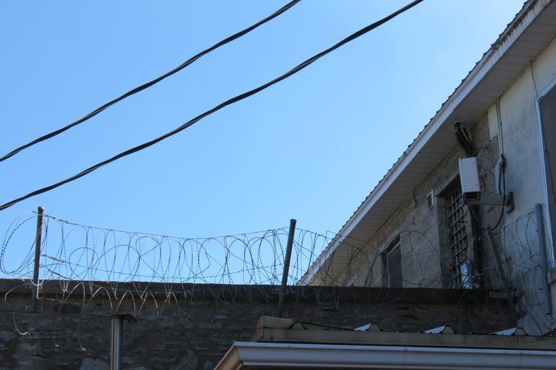 <p>Cinq prisonniers y furent pendus, les deux derniers en 1933. Trois d&eacute;tenus s&#39;en sont &eacute;vad&eacute;s...pour go&ucirc;ter un an &agrave; la libert&eacute;!</p>