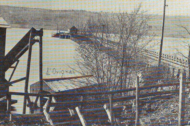 <p>La navigation sur l&#39;Outaouais est intimement li&eacute;e &agrave; l&#39;histoire de L&#39;Orignal et de ses environs. Le d&eacute;barcad&egrave;re construit en 1856 par l&#39;ing&eacute;nieur William Lendrum fut allong&eacute; de 1300 pieds 5 ans plus tard. C&#39;&eacute;tait le plus long quai entre Ottawa et Montr&eacute;al.</p>