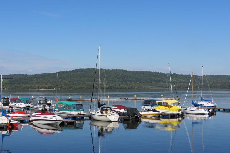 <p>Le Canton de Champlain exploite une marina qui fait le bonheur des propri&eacute;taires de bateaux de plaisance et des amateurs de p&ecirc;che.<br /><br />&nbsp;</p>