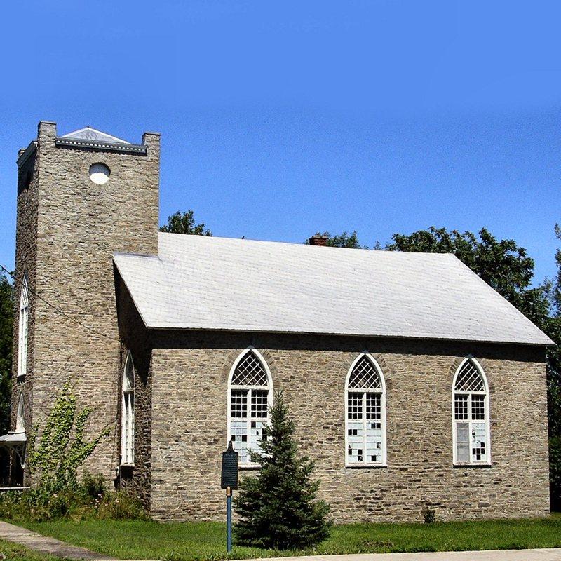 <p>C&#39;est l&#39;une des plus anciennes &eacute;glises de la r&eacute;gion. Elle fut construite en 1832 par William Moody sous l&#39;autorit&eacute; du r&eacute;v&eacute;rend M. McLaurin, ministre de l&#39;&Eacute;glise de l&#39;&Eacute;cosse et enseignant, qui pr&ecirc;chait &agrave; Lochiel (Glengarry) et &agrave; L&#39;Orignal.</p>