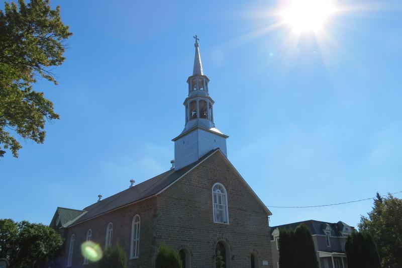 <p>Quatre pr&ecirc;tres sont enterr&eacute;s dans sa crypte. Cette paroisse fut la troisi&egrave;me &eacute;tablie en Ontario et fut &eacute;rig&eacute;e canoniquement en 1901. Elle a relev&eacute; successivement des dioc&egrave;ses de Qu&eacute;bec, Kingston et Ottawa.</p>