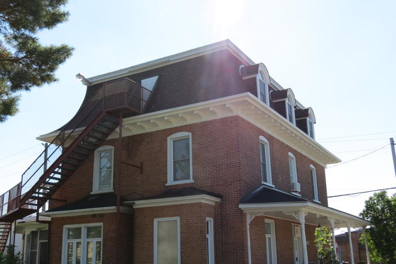 Résidence construite pour John et Annie Fraser. Les Soeurs Grises l'ont achetée de l'avocat W. Hall en 1913.