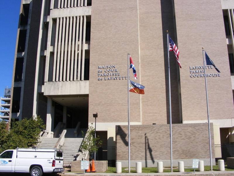 <p>La Maison de la Cour de la Paroisse de Lafayette / Lafayette Parish Court House.<br /><br />From/Par: Greffier de la Cour de Lafayette, M. Louis Perret / Lafayette Clerk of Court, Mr. Louis Perret</p>