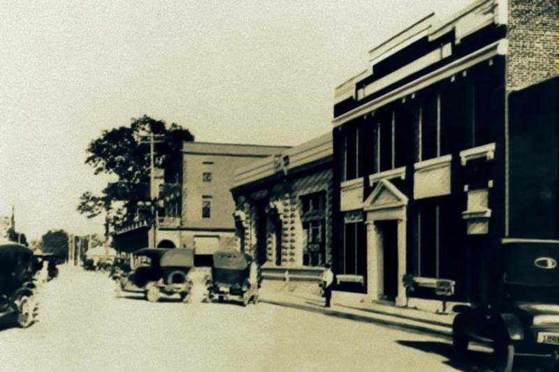 <p>Looking at Acadiana Center for the Arts and Gordon Hotel / Regard sur le Centre des Arts d&#39;Acadiana et l&#39;H&ocirc;tel Gordon&nbsp;(Courtesy Lafayette Clerk of Court)</p>