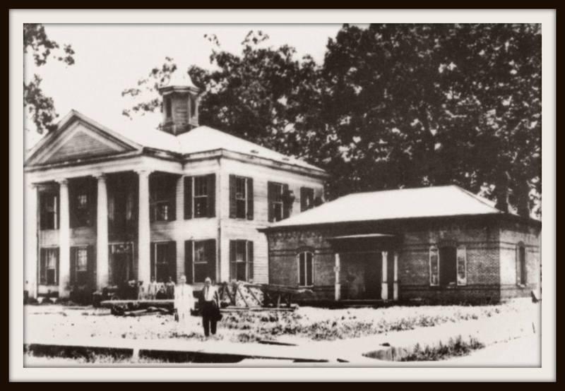 <p>Lafayette Parish Courthouse 1900 / Maison de la Cour de la Paroisse Lafayette 1900&nbsp;(Courtesy Lafayette Clerk of Court)</p>