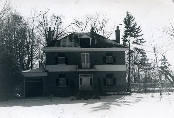 <p>La maison de Charles-Ren&eacute; de Salaberry<br />1804, rue Langevin<br /><br />Charles-Ren&eacute; de Salaberry a &eacute;t&eacute; le premier, en 1871, &agrave; se b&acirc;tir une maison sur la &laquo;Banlieue du fort&raquo;, appel&eacute;e &laquo;Ordnance Reserve&raquo;. Fils du vainqueur de la bataille de la Ch&acirc;teauguay, Charles-Ren&eacute; de Salaberry est le principal fondateur en 1862 et le premier lieutenant colonel du r&eacute;giment des Voltigeurs de Qu&eacute;bec bas&eacute; au Man&egrave;ge militaire.</p>