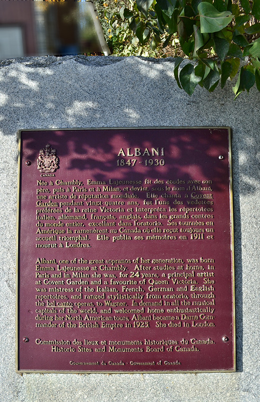<p>Le site de la plaque comm&eacute;morative de madame Albani<br />420, rue Martel<br /><br />Voici le site de la maison d&rsquo;enfance d&rsquo;Emma Lajeunesse dite l&rsquo;Albani, qui est devenue la premi&egrave;re cantatrice Canadienne fran&ccedil;aise de renomm&eacute;e internationale. N&eacute;e d&rsquo;un p&egrave;re Canadien fran&ccedil;ais et d&rsquo;une grand-m&egrave;re d&rsquo;ascendance &eacute;cossaise, elle se produira sur les grandes sc&egrave;nes du monde : Londres, Paris, Vienne, Berlin, Moscou, Venise et New York.</p>