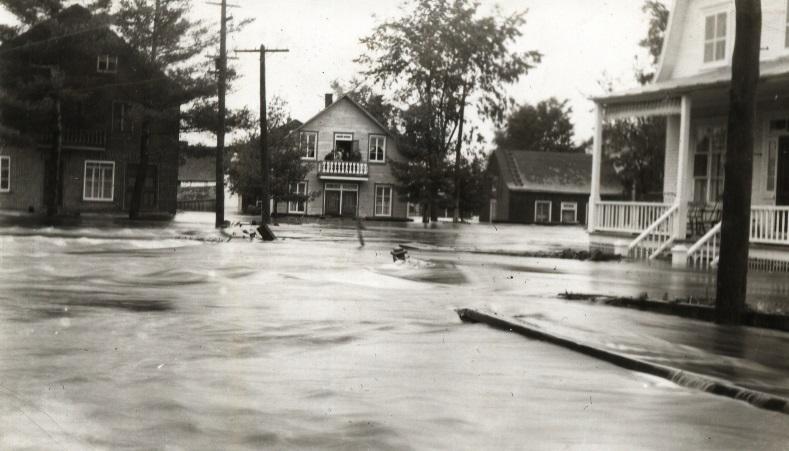 <p>Depuis 1912, la&nbsp;ville de Saint-Raymond a connu&nbsp;plusieurs inondations.</p>