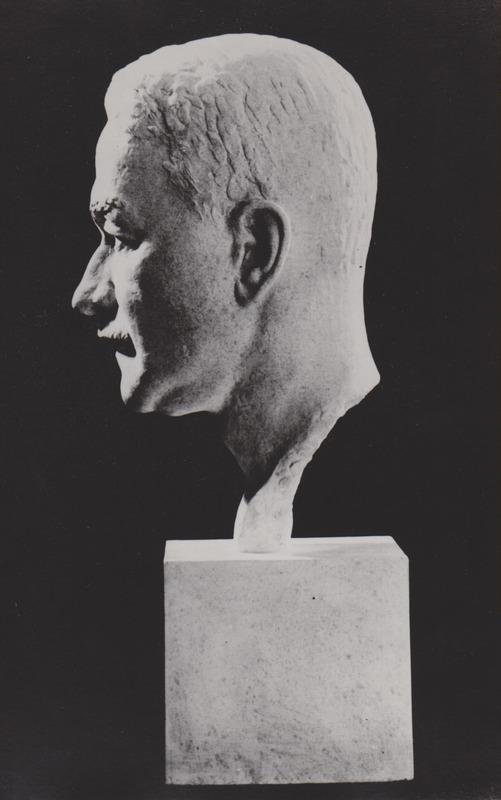 <p>Buste de Warwick Chapman par Orson Wheeler.</p>