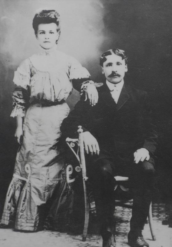 <p>Isidore Madore et Cyrilda Fontaine lors de leur mariage en 1908</p>