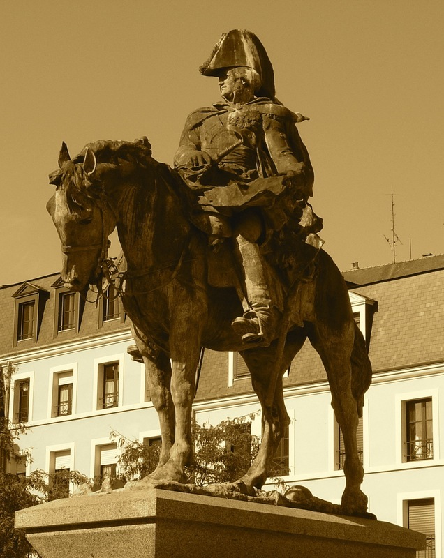 <p>The original version of this mounted monument was captured by enemy occupiers during the Second World War. It was only replaced in 1999 by an identical statue, thanks to Louis Derbr&eacute;, sculptor from Mayenne.</p>