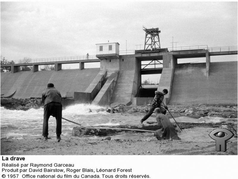 <p>Photographie: draveurs au barrage du r&eacute;servoir Kiamika, 1956, du tournage du film La drave de l&rsquo;ONF.</p>