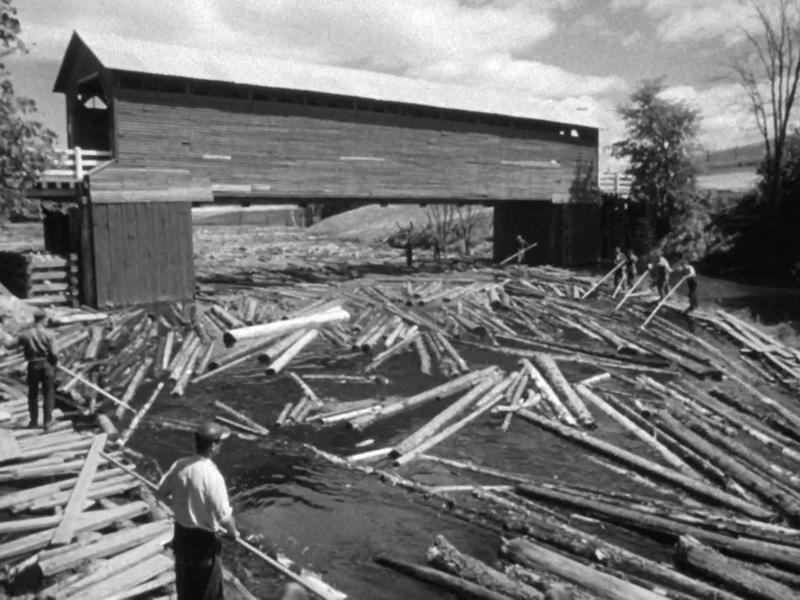 <p>Photographie du Pont Meilleur et les draveurs &agrave; Val-Barrette, 1956, tir&eacute;e du film La drave, de l&#39;ONF&quot;</p>