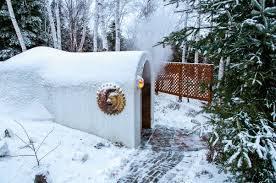<p>La plus grande particularit&eacute; des Bains du Lac Marie-Louise est que le site est &agrave; vous seul pour deux heures. Sauna finlandais, bain vapeur aromatis&eacute; d&#39;herbes et d&#39;huiles essentielles. Bain &agrave; remous multi-jets avec vue sur le lac. Services de massoth&eacute;rapie et h&eacute;bergement &agrave; proximit&eacute;.</p>