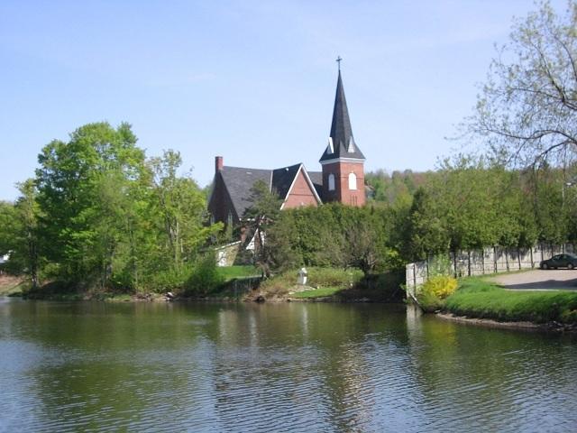 <p>Constitu&eacute;e en 1971 par la fusion de sept localit&eacute;s, la ville de Lac-Brome ceinture le magnifique lac du m&ecirc;me nom.</p>