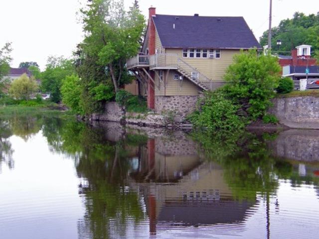 <p>Longtemps consid&eacute;r&eacute;e comme le chef-lieu du comt&eacute; de Missisquoi, la ville de Bedford (1890) est localis&eacute;e tout pr&egrave;s de la fronti&egrave;re du Vermont.</p>