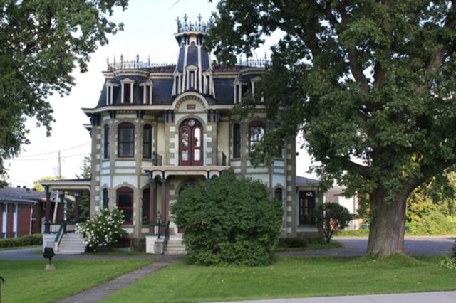 <p>La ville de Cowansville est la plus importante municipalit&eacute; de la MRC de Brome-Missisquoi. C&rsquo;est en 1798 que l&rsquo;histoire de la municipalit&eacute; a commenc&eacute; avec l&rsquo;arriv&eacute;e du premier colon, un fils de Loyaliste appel&eacute; Jacob Ruiter.</p>