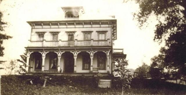 <p>Construite en 1875, ce superbe manoir g&eacute;orgien italianisant &eacute;tait autrefois propri&eacute;t&eacute; de David Manson, membre du Parlement.</p>