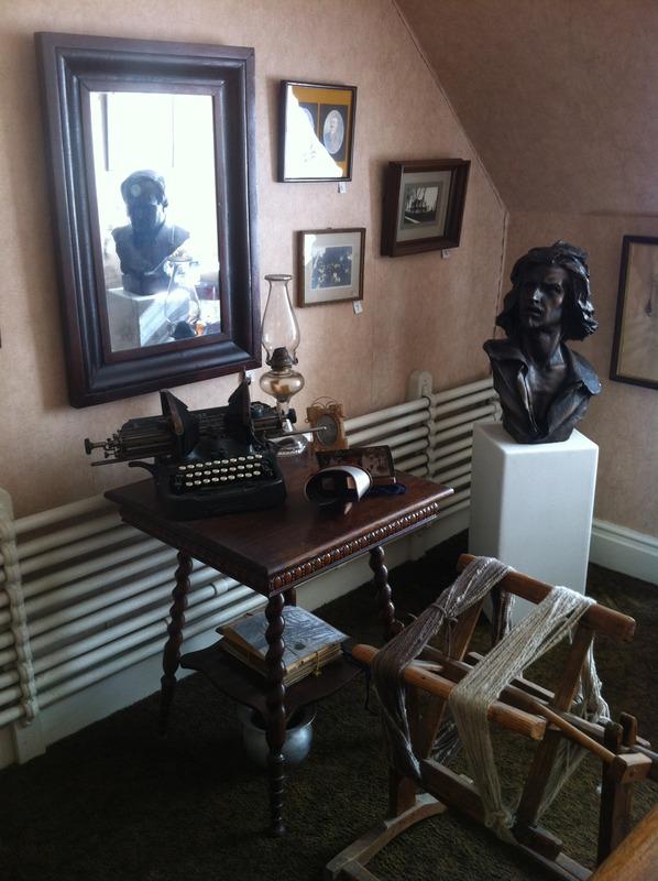 <p>Le cabinet souvenir rendant hommage aux derniers propri&eacute;taires.</p>