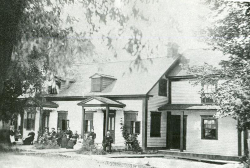 <p>La maison Voligny -&nbsp;Au 4914, route Marie-Victorin,&nbsp;&agrave; l&rsquo;emplacement de l&rsquo;actuelle bijouterie,&nbsp;se trouvait, au si&egrave;cle dernier, la demeure de M. F&eacute;lix Voligny qui fut maire de 1860 &agrave; 1862. &Agrave; l&#39;&eacute;poque, M. le maire&nbsp;&eacute;tait&nbsp;tenu de fournir sa maison pour les s&eacute;ances du Conseil lorsque la salle publique n&#39;&eacute;tait pas vacante ou accessible au public...</p>