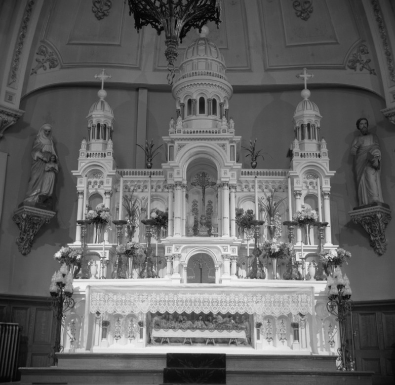<p>Le ma&icirc;tre-autel en 1960.</p>