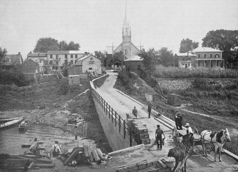 <p>Le quai en 1915, l&agrave;&nbsp;o&ugrave; le commerce se transigeait.</p>
