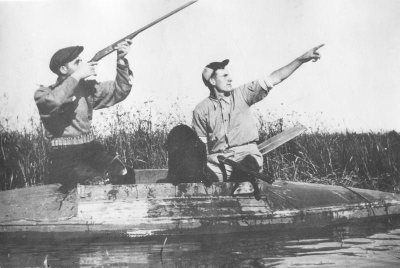 <p>La chasse aux canards est pratiqu&eacute;e depuis des temps imm&eacute;moriaux &agrave; travers les &icirc;les de Contrec&oelig;ur.&nbsp; Selon la tradition, le chasseur averti se choisit une place durant l&rsquo;&eacute;t&eacute; et la marque d&rsquo;un &eacute;criteau.</p>