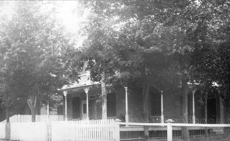 <p>Au 5173, route Marie-Victorin, vous pourrez tenter de reconna&icirc;tre la maison Fiset, construite en 1920.&nbsp; Elle fut habit&eacute;e par la famille Cook, propri&eacute;taire de &laquo; Lafayette Shoe &raquo; de 1931 &agrave; 1934.</p>