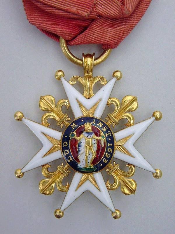 <p>L&#39;embl&eacute;matique croix de l&#39;ordre de Saint-Louis, octroy&eacute;e &agrave; Claude-Pierre P&eacute;caudy, seigneur de Contrec&oelig;ur.&nbsp;&nbsp;Cette&nbsp;croix est une distinction militaire honorifique pour r&eacute;compenser les officiers les plus valeureux.</p>