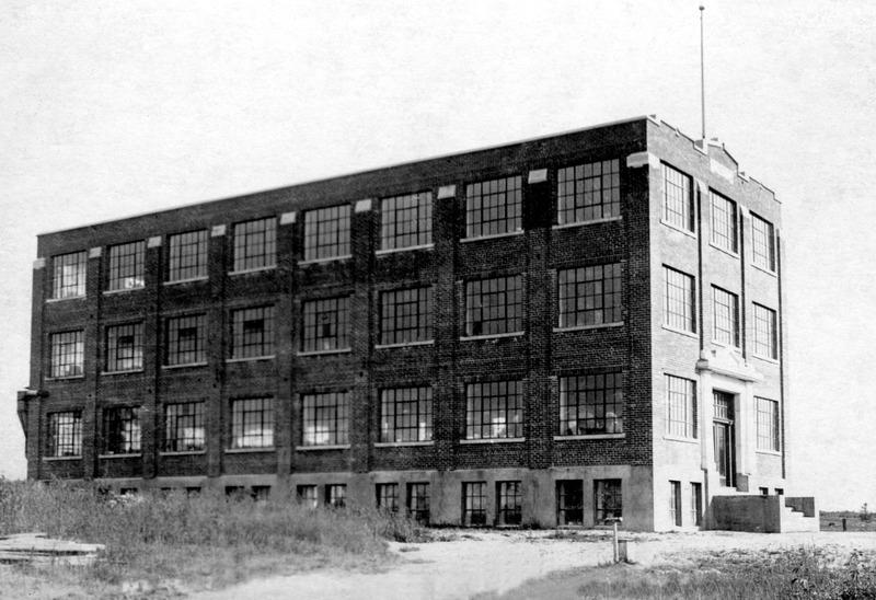 <p>L&#39;usine Lafayette en 1923... qui semble dans le d&eacute;sert.</p>