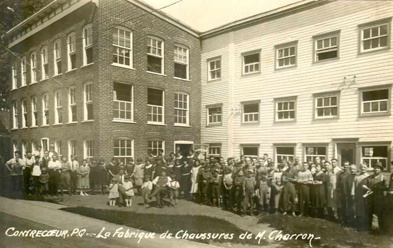 <p>Premier emplacement de la fabrique de chaussures de M. Charron, situ&eacute;e au 301, rue&nbsp;St-Antoine.</p>