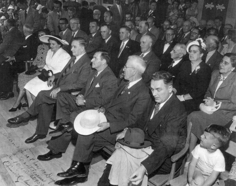 <p>Inauguration de l&rsquo;&eacute;cole Le Noblet-du-Plessis avec la pr&eacute;sence de M. Maurice Duplessis, premier ministre du Qu&eacute;bec en 1950.</p>