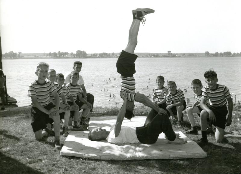 <p>Activit&eacute; de gymnastique au bord du fleuve.</p>