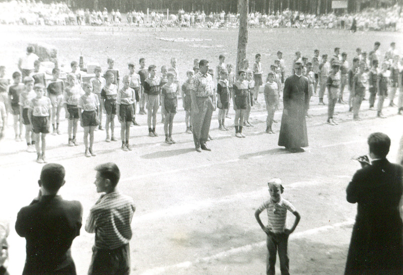<p>La visite de Maurice Richard au grand parc Champlain de la Colonie des Gr&egrave;ves.</p>