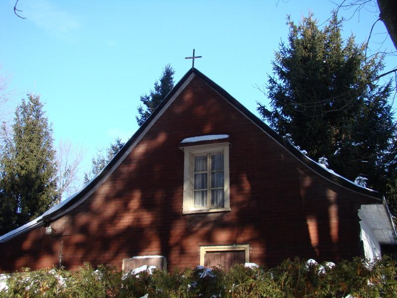 <p>Le pignon de la maison de Batissette o&ugrave; l&rsquo;on peut encore voir une des petites croix au pignon ouest, preuve de l&rsquo;exorcisme.</p>