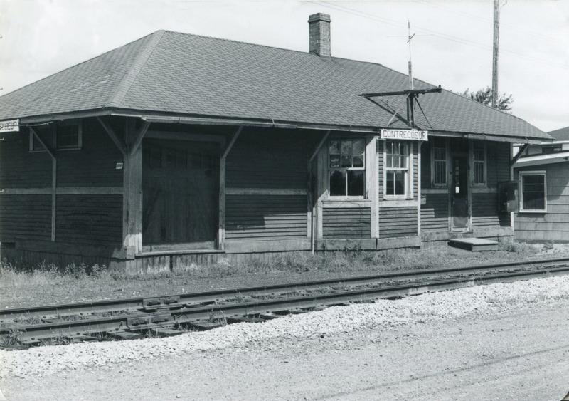 <p>La gare en 1980, qui servit de Maison des Jeunes jusqu&rsquo;au moment o&ugrave; elle a &eacute;t&eacute; la proie des flammes le 24 d&eacute;cembre 1993.</p>
