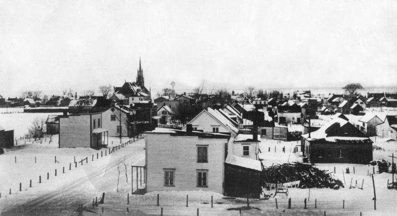 <p>La rue St-Antoine vue de la gare.</p>