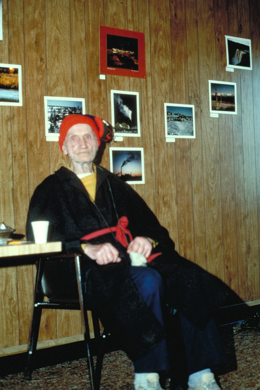 <p>Doornbos, le mythique porteur d&#39;eau de Yellowknife.<br /><br />Source photo:&nbsp;NWT ArchivesRene Fumoleau fondsN-1995-002 4348.</p>