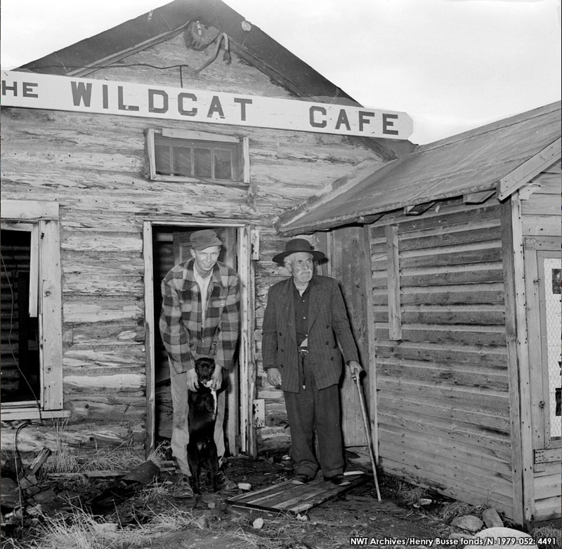 <p>Les adeptes du Wildcat d&#39;autrefois...<br /><br />Source photo: NWT Archives/Henry Busse fonds/N-1979-052:491.</p>