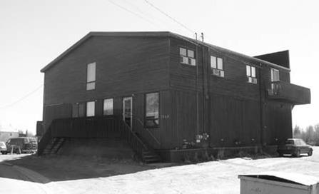 <p>Cette r&eacute;sidence est un ancien hall d&rsquo;entr&eacute;e de cin&eacute;ma!<br /><br />Source photo: Comit&eacute; du patrimoine de la Ville de Yellowknife.</p>
