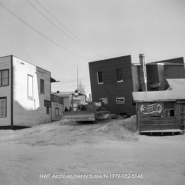 <p>Moving of the building in 1974.<br /><br />Photo source:&nbsp;NWT ArchivesHenry Busse N-1979-052-5146.</p>