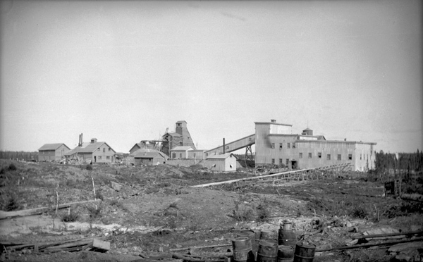 <p>The Negus Mine back in the days.<br /><br />Photo source:: NWT ArchivesYellowknife Photograph CollectionN-2004-006 0064.</p>